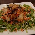 炭火焼鶏×デザート こてつ - カリカリ桜海老と豆腐のヘルシーサラダ 556円