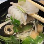 Suehiro - お吸い物は季節の野菜と本日の魚が入ってます♡             今日は大好きな鱧