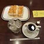113550606 - エビフライサンドとアイスコーヒー