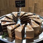アーシュ ターブル - 料理写真:アーモンドキャラメルケーキ