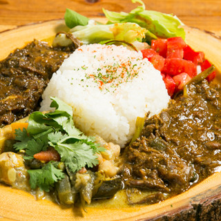 ネパールの家庭の味◎3種類のカレーは「本日のナポカレー」で!