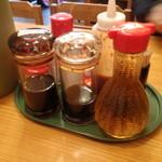 黒田屋の博多ちゃんぽん - ソース、しょうゆ、ケチャップ、ラー油、胡椒、酢