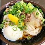 うどん屋 まつはま - 料理写真:温玉肉ぶっかけ小冷  この見た目が食欲をそそる