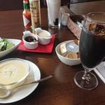 ピーノ - Aコース 1,728円(税込)の、冷製コーンポタージュスープ、アイスコーヒー、サラダ