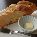 ピーノ - Aコース 1,728円(税込)の、フランスパン1