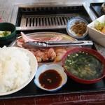 若鶏専門の店 秀 - 三種盛り定食
