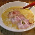 麺肆 秀膽 - 5分ほど待った頃に「塩らぁ麺(鶏白湯)」が目の前に登場!