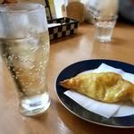 チーズ & ワイン みんなのイタリアン - ミートパイ(350円)とジンジャーエール(170円:セット価格)