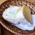 チーズ & ワイン みんなのイタリアン - パン