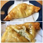 チーズ & ワイン みんなのイタリアン - ミートパイは「キーマカレー」をお願いしたのですが、まったくカレー味がしない。間違えられたのかしら。><
