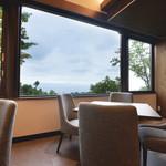 ヴィラージュ伊豆高原 - 家族や仲間とのお食事に素敵な景色が広がります