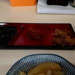 ねぼけ食堂 - 茶がゆの満腹セットの金山寺味噌、梅干し、塩昆布