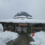 さえずり - 山の雪はこんなもんですよね