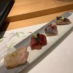 割烹 一楓 - お造り:鯛、本鮪、鯵、カマスの炙り ここから日本酒に。鯛がぷりぷり食感、鯵は生姜で。すべてのお刺身に醤油などの味付け。