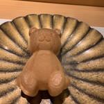 割烹 一楓 - クマさんの最中 白和えと牛肉が入っています。最中の皮がパリパリ。