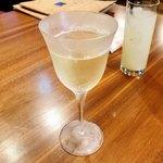 プチレストラン カナモリ - 樽生スパークリング(白) 550円