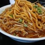 らーめん金竜 - 麺はうどんみたいに、消化がよい。もしかしたらうどんかも。