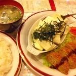 NEWペア - 乱切り豆腐一丁(笑)とメンチカツ定食
