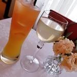シェムラブルリス - グレープフルーツとオレンジのミックスジュースと盛岡のりんごジュース