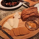 113597304 - ほほ肉、チーズ、レバーペースト