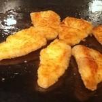 ローズルーム名古屋 - 調理中の白身魚