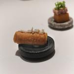 オマージュ - 4種のアミューズ きゅうりのタルトレッド 豚肉フロマージュ・ド・テットのコロッケ 春巻き馬肉タルタル ゆかりと鰹節とうずらの卵
