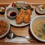 113605704 - 選べる8種類のごはんがおかわり自由、九州地鶏の唐揚げがメインの森ランチ1,080円