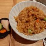 113605724 - 最初に選んだかしわ飯、鶏の上品な旨味や枝豆の食感に、奥行きある醤油と生姜の風味がマッチ
