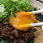 はるか - 【再訪】台湾まぜそば(ニンニク有,麺半分+ネギ)
