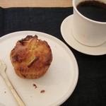 古道具 カフェホゾ - りんごマフィンとイイコロブレンド