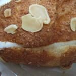11361688 - バターの入ったブリオシュ