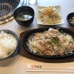清香園 - 塩バラ定食=860円 税込 (ご飯・汁物・サラダ・お漬物付)