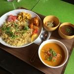 スプーンソング - 【私が食べたセット】マラバールチキンカレー(辛口)&エビプラオプレートのセット