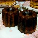 113611903 - カヌレ (表面はカリッと、中はモチモチ対比した食感、バニラの柔らかな香り、ボルドー地方のお菓子) 220円×2