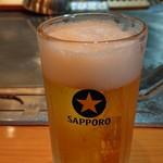 113612035 - サッポロ生中ビール。ぐびぐび進みます〜♪