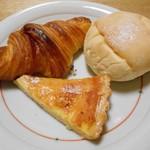 ブヴロンのパン小屋 - クロワッサン & 白パン(練乳バター)& チーズタルト