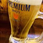 炭火焼肉 出会いのかけら - 生ビール(プレモルジョッキですが、中は黒ラベル 笑)