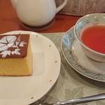 ティーハウス ローズマリー - ディンブラはヌワラエリアに比べ、香りとコクがあった。舌に残る雑味は皆無で、何杯でも美味しく頂ける代物