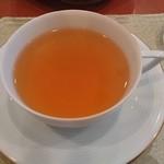 ティーハウス ローズマリー - ヌワラエリア(ホット) を追加注文。淡い味わいだが、アイスに比べ温度帯が異なると舌に残る風味もこんなにも違うと感じた。ヌワラエリアはスリランカの最高地で取れる茶葉。