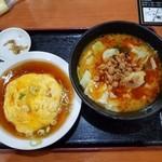 喜福園 - 料理写真:「ラーメンセット (750円)」の台湾麻香ラーメンと天津飯