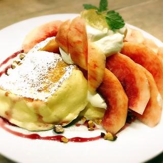 夏の新作☆まるごと桃のパンケーキ