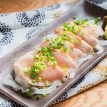 個室 肉炉端居酒屋 九州うまか屋 - 料理写真:古白鶏の胸タタキ