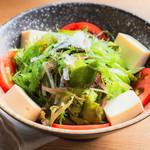 個室 肉炉端居酒屋 九州うまか屋 - 料理写真:九種の海藻サラダ