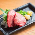 個室 肉炉端居酒屋 九州うまか屋 - 料理写真:シャトーブリアン刺し