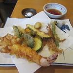 中村屋 - 独特な「天ぷら盛り合わせ」