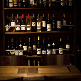 選りすぐりのワインは、常時50種類以上!各国の銘酒を堪能♪