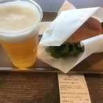 シーニックカフェ - ベーコンエッグサンドとビール