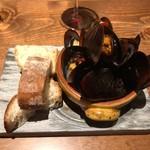113672382 - ムール貝の白ワイン煮