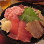 113682457 - 「まぐろ四色丼」(980円)