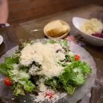 Omori別邸 - チーズどっさりサラダ